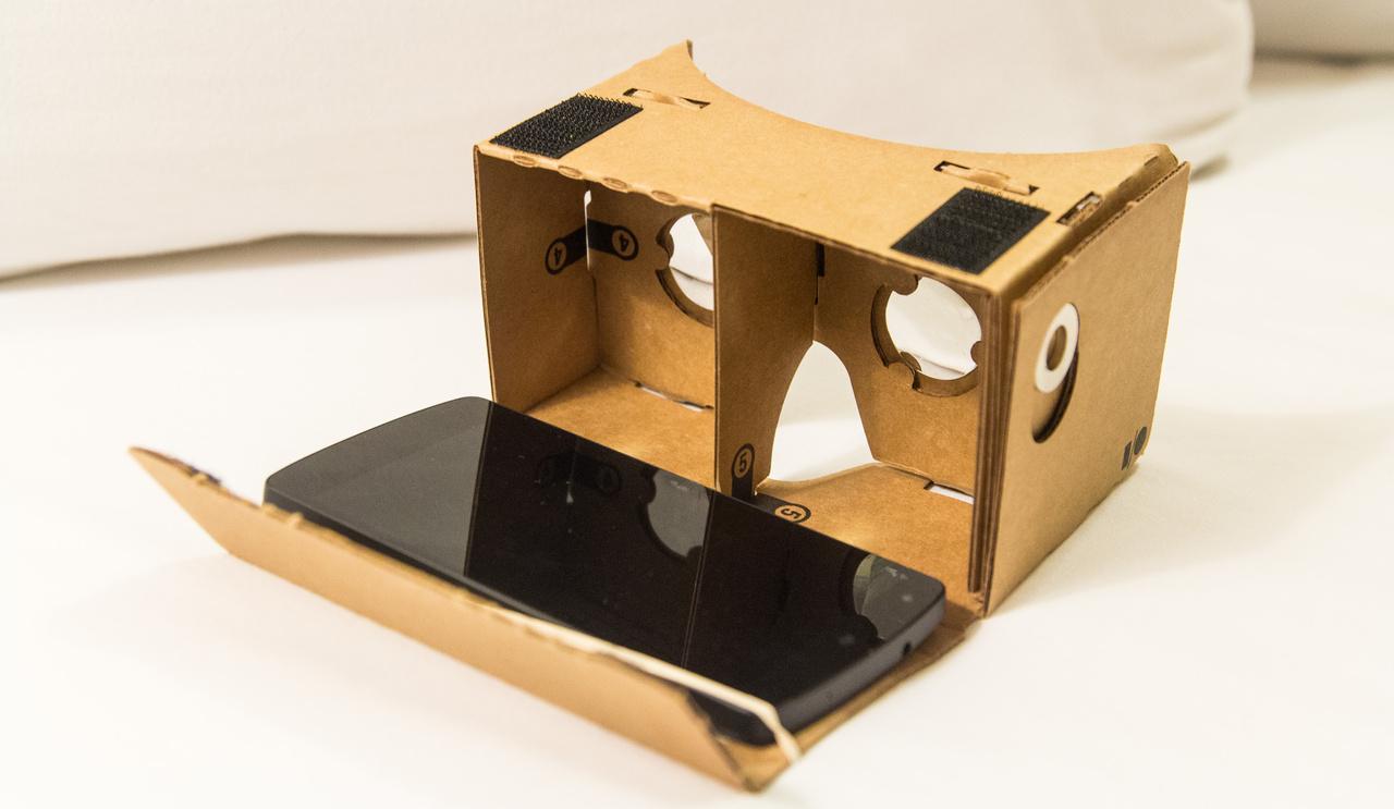 Заказать очки виртуальной реальности из картона видео квадрокоптер mavic air combo professional видео
